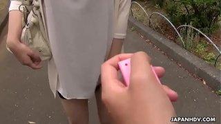 Japanese girlfriend, Yuna Hoshizaki is sucking her boyfriend'_s dick, uncensored