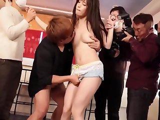 Chuốc thuốc kí_ch dục   bắt mặc đồ cosplay rồi hiếp , xem thê_m tại sexbibi.com/xemphim/thuockichducchoemdubushokotakahashi1000