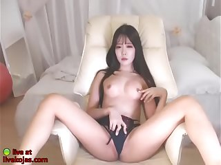 Korean 18yo beauty in underwear shows her body