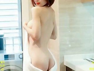 神似杨幂的高颜值嫩模 在酒店拍写真  S型极品 被摄影师无情的揉捏奶子
