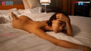 国模:嫩模冯木木 脱衣诱惑嗲囡囡系列高清视频