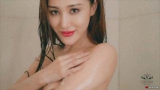 国模:WINNIE浴缸中蕾丝透明内衣 高清诱惑