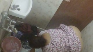 BBW Mature Indian Milf Rina Washing In Bathroom